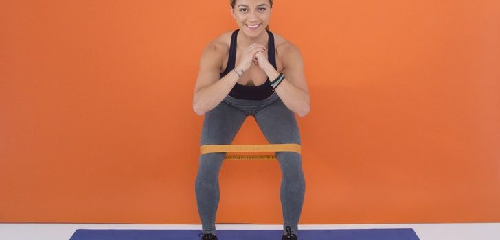 17 effective exercises for a training with a rubber plait